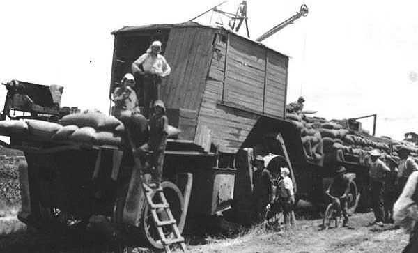 Tractorul-Big-Lizzie-1