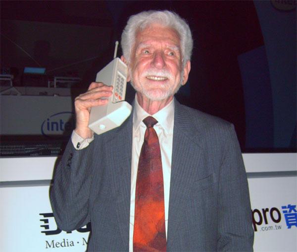 Telefon-Motorola-DynaTAC-8000x-01
