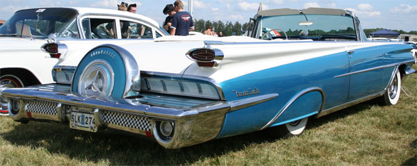 Oldsmobile-98-Holiday-4