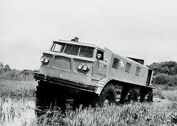 Camionul ZIL E-167 6×6